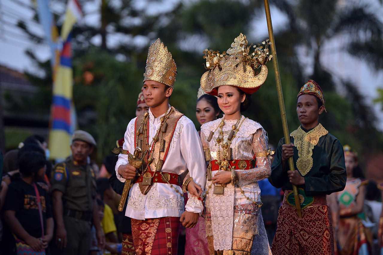 √ 11 Macam Pakaian dan Perhiasan Adat Lampung