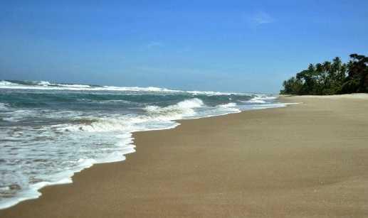 Pantai Mandiri Pesisir Barat, Menikmati Keeksotisan Sunset dan Ombak